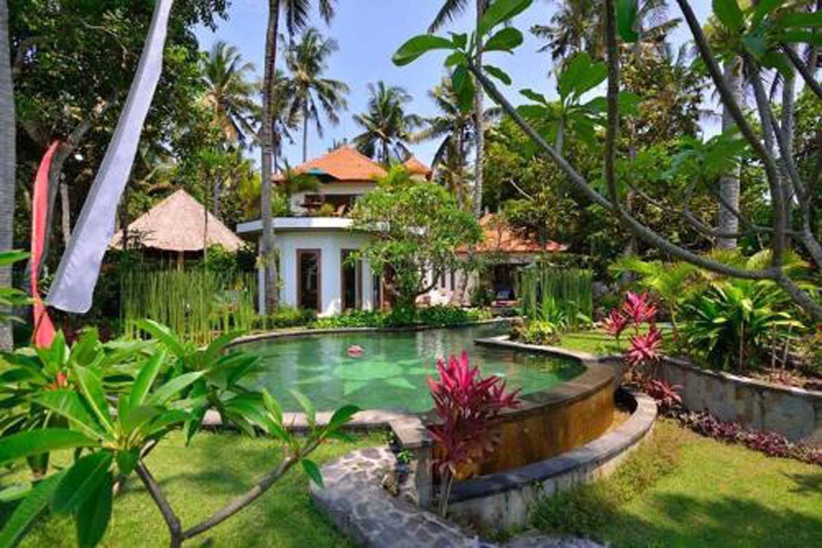 Villa Gajah Putih Jasri photos